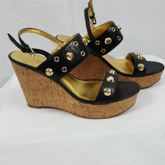 Ivanka Trump Schuhes   H Studded Gitty Platform Studded H Wedge Sandales   Poshmark bed097